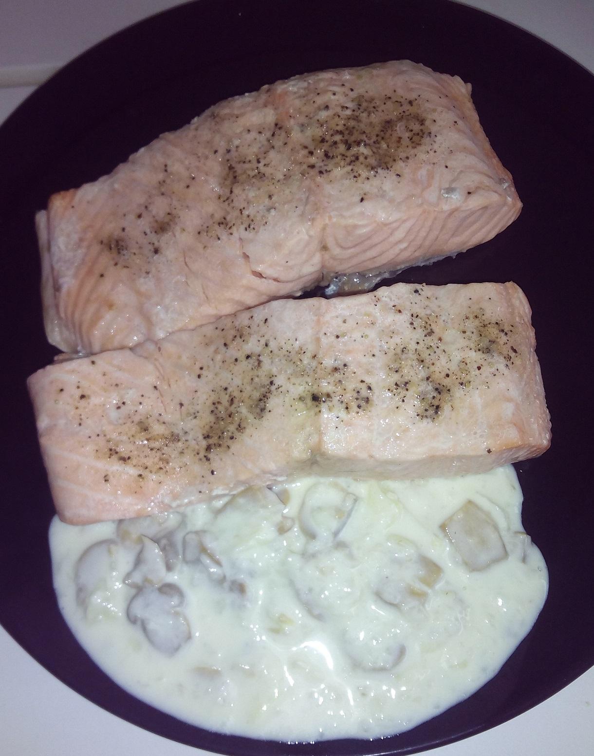 Salm n con salsa de champi ones en thermomix pescados y - Salmon con champinones ...