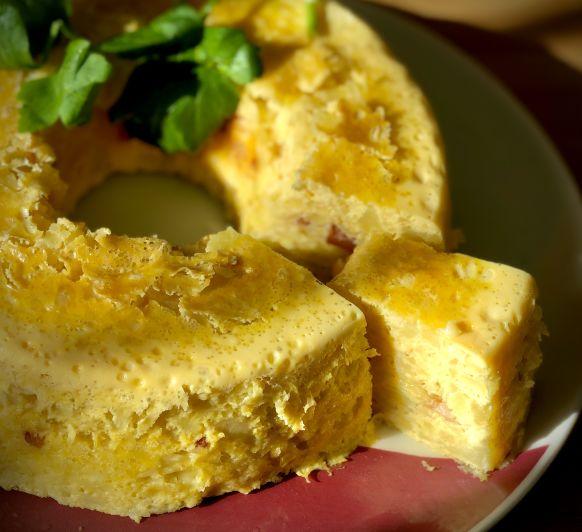 Tortilla de patatas rellena de bacon y queso al varoma y crema de calabaza