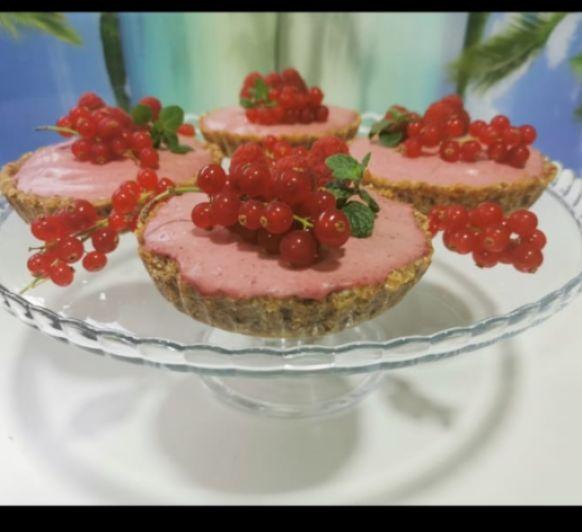 Tartaletas raw con cheesecake de frambuesas
