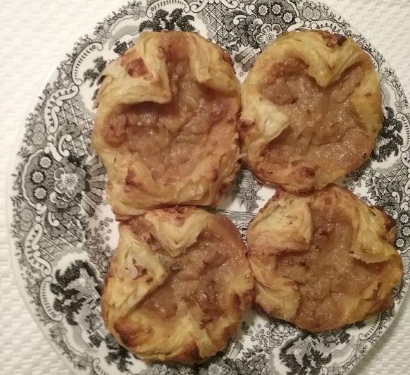 Hojaldres de manzana caramelizada