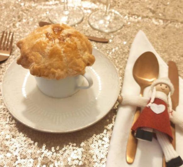 Receta de Navidad en Thermomix® : Crema de ahumados con sombrero de hojaldre